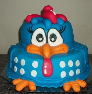 bolo-descorado-festa-infantil-cobertura-galinha-pintadinha