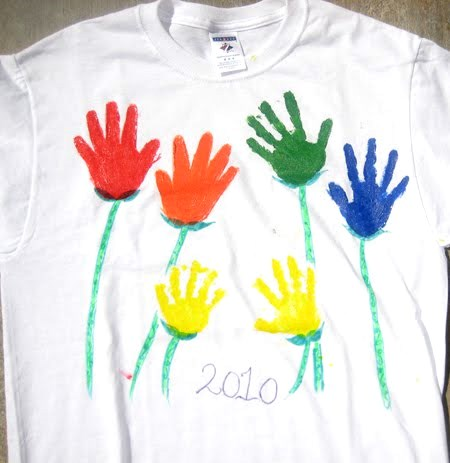 Mothers Day Craft t-shirt with handprints final (1)