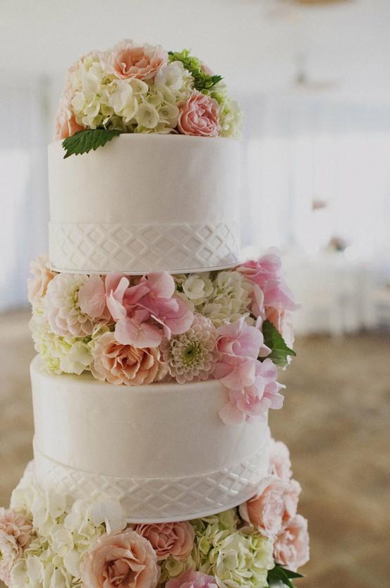 bolo-para-casamento-com-flores-naturais-3