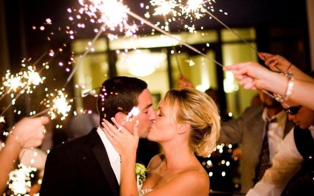 casamento-com-sparklers-na-hora-da-chuva-de-arroz-1375728242677_800x500