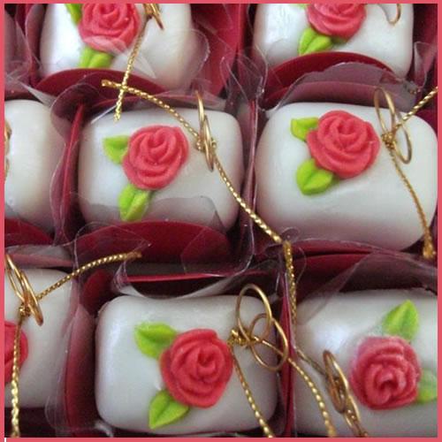 docinhos_para_casamento_decorados_com_flores