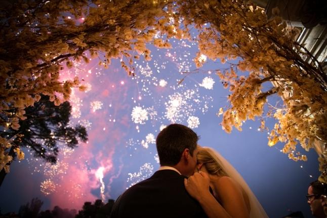 Fogos-na-saida-dos-noivos-Casamento-Paula-Fleith-e-Stevan-Stein
