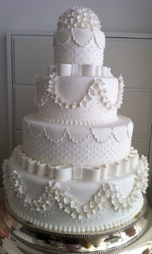 imagem-de-bolo-de-casamento-criado-por-danielle-andrade-atelier-danielle-andrade-sweet--cake-1354115977351_300x500