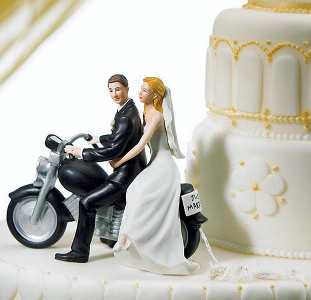 bolo-de-casamento-com-noivinhos-em-cima-1
