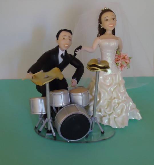 noivinhos-topo-de-bolo-tocando-bateria