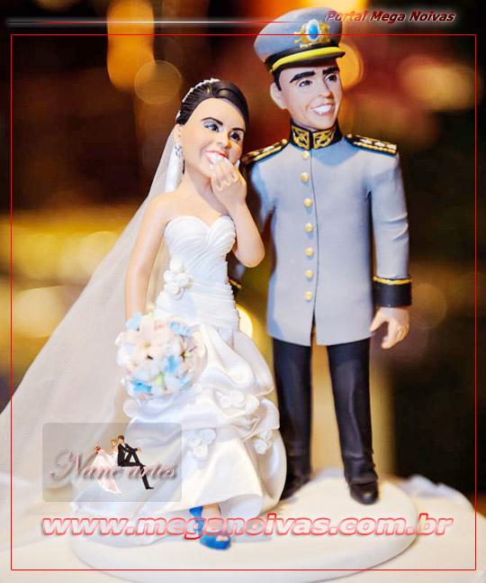 topo_de_bolo_em_biscuit_noivinhos_personalizados_para_bolo_de_casamento_01