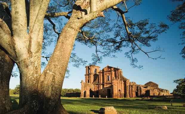 Ruínas do sítio arqueológico de São Miguel das Missões.  Dt. Mai.2006  Dt. Válida 00/04/2006