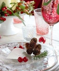 decoração-de-mesa-de-natal-com-pinhas-1