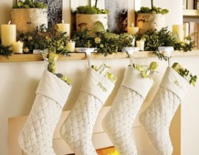 Mantel-Rustic-Stockings-300x234